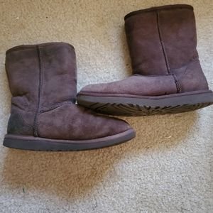 UGG Boots Size 7 style 5825 chocolate brown